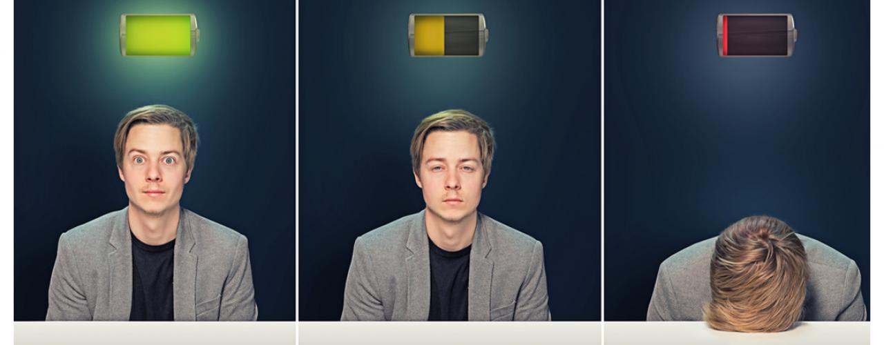 müder Mann mit Batterie leer